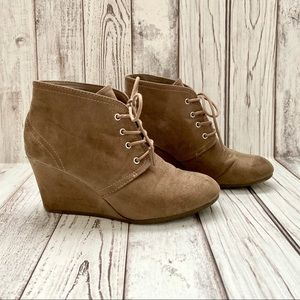 Arizona Brown Lace Up Wedge Ankle Booties 8